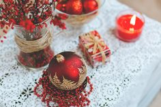 https://flic.kr/p/PqsFAc | Red and white Christmas table set | Get more free photos on freestocks.org