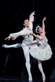 Houston Ballet presents The Nutcracker November 29 through December 29th in the Brown Theater. #ballet #atthewortham