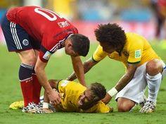 Neymar vai para o hospital depois de vitória e preocupa a seleção brasileira - Copa do Mundo - iG