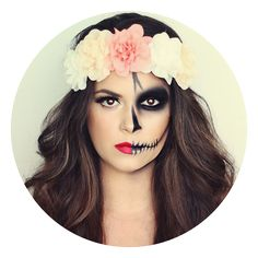 Half skull Halloween makeup with a big flower crown. Half skull Halloween makeup with a big flower crown. Skeleton Makeup Half Face, Half Skull Makeup, Half Face Makeup, Sugar Skull Makeup, Day Of The Dead Makeup Half Face, Costume Halloween, Halloween Diy, Halloween Face Makeup, Pretty Halloween