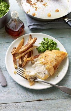 When you crave chip-shop style fish, this crisp gluten-free tempura-style fish will save your Friday. Gluten Free Fish And Chips, New Recipes, Cooking Recipes, Fish And Chip Shop, Healthy Snacks, Healthy Recipes, Pub Food, Free Meal Plans, Good Foods To Eat