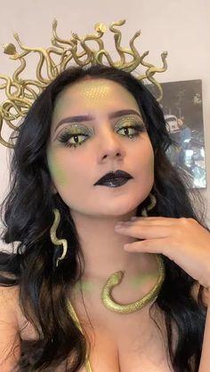 Medusa Halloween Costume, Trendy Halloween, Halloween Inspo, Cute Halloween Costumes, Halloween Makeup Looks, Halloween Kostüm, Haloween Makeup, Medusa Makeup, Medusa Costume Makeup
