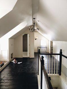 PhotoSEE STAIRCASE BLACK RIM WHITE CARCASE SEE FLOOR BLACK  SIMPLE OFF WHITE COLOUR SCHEME