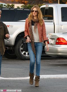 Rosie Huntington-Whitely street style