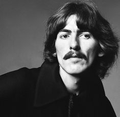 My favorite peeps are the ones in The Traveling Wilburys, Eagles, Tom Petty & The Heartbreakers, Mick Mars, Dave Grohl and Peter Gabriel. Foto Beatles, Les Beatles, Beatles Photos, Beatles Songs, George Harrison Quotes, George Harrison Young, The Quiet Ones, The Fab Four, Rock Music