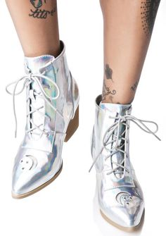 Y.R.U. Aura Boot cuz we lurrrvvve you to the moon, stars, and back! These superr sikk boots feature a patent upper so iridescent it's fckkn' femme-tastic. The cut-out moon and star with a clear vinyl overlay at the toe box will catch any eye by their aura. With its light brown heel rubber sole, you'll be a comfy stunna while standing tall. But we all know ya can get down when you lace up its cords. Fer the kittenz who want to take their feet out of this world, strap on these sikk BBz.