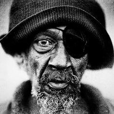 """""""Homeless People Portraits By Lee Jeffries. [These] black and white portraits are one of the most impressive examples of portrait photography project with full of emotion I have ever seen. Lee Jeffries, We Are The World, People Of The World, Black And White Portraits, Black And White Photography, Street Photography, Portrait Photography, Fotografia Social, Old Faces"""