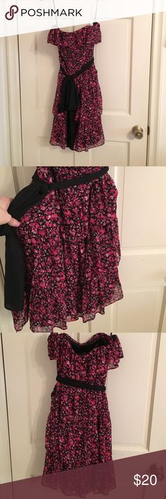 White House black market Strapless floral dress Ruffle floral dress with chiffon belt. I have seen other people's prices on this designer brand, mine is much cheaper! My clothes are like new worn maybe once, smoke free, no rips, you will love it and love the deal you got! White House Black Market Dresses Strapless
