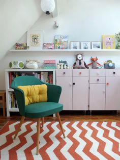Chevron rug in a stylish children's bedroom
