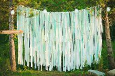 mintgroene ribbon wall http://www.styling-bruiloft.nl/backdrops/backdrop-lintenwand-ribbonwall/