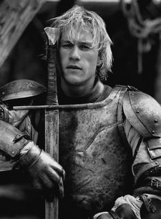 Oh erm, I think I have Heath's hairstyle, unintentionally. Heath Ledger in A Knight's Tale Live Action, Ella Enchanted, A Knight's Tale, I Love Cinema, Z Cam, Knight In Shining Armor, We Will Rock You, Movie Costumes, Larp Costumes