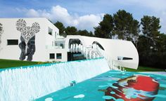 Located near Palma de Mallorca, Spain, Casa Son Vida brakes the boundaries in matters of luxury and futuristic home approaches. This villa is said to be th Villa Design, Marcel, Ibiza, Futuristic Home, Wallpaper Magazine, Luxury Villa, Traditional House, Wonders Of The World, Wander