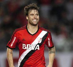 Fernando Cavenaghi. Siempre sonriente Messi, Football Kits, Carp, Play, Hs Football, Mariana, Soccer Kits, Soccer Outfits, Common Carp