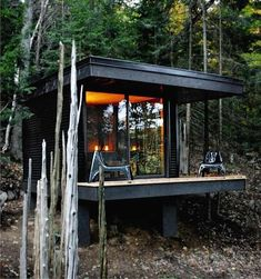 Beautiful Cabins Around the World Built With an Eye on Budget and Environment Before the tiny house or the microapartment, there was the cabin in the woods, planted in the collective imagination by Henry David Thoreau's Walden an … - Modern Log Cabins, Tiny Cabins, Cabins And Cottages, Tiny Cabin Plans, Cabin Design, Tiny House Design, Design Homes, Cabin Chic, Eco Cabin