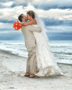 This portrait is so cute!!!  #Beachwedding #kiss #Weddingportraits