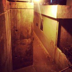 .@wizao_o   #korea #busan #road #wall #alley #night #light #부산 #골목 #밤 #조명 #가로등 ...   Webstagram