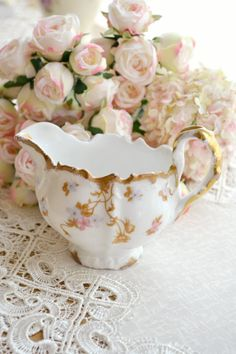 This listing is for one gorgeous antique Elite Works Limoges France porcelain creamer.