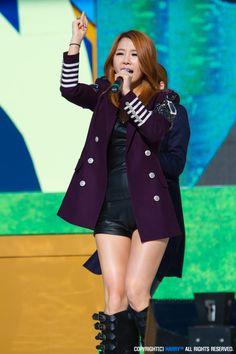 Brown Eyed Girls Jea Brown Eyed Girls, Brown Eyes, Hair Color, Kpop, Blazer, Coat, Hair Styles, Jackets, Women