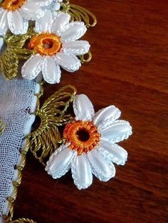 pirinc-boncuklu-papatya-igne-oyasi #crochetedearrings pirinc-boncuklu-papatya-igne-oyasi – Nazarca.com Crochet Borders, Crochet Flower Patterns, Crochet Flowers, Embroidery Patterns, Tatting, Sewing Art, Crochet Videos, Beautiful Crochet, Baby Booties