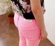 I never been a color pants person but these cute pink pants changes my perspective :)