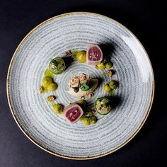 A very nice picture of my actual course on the blog. It`s about Tuna Tataki with some curry crème, mustard Icecream and cucumber salad⠀  ⠀  #fridge #wildchefs #theartofplating #food #foodporn #instafood #yummy #instagood #photooftheday #athome #dinner #vscocam #expertfoods #tasty #foodie #GastroArt #foodpic #atwork #foodgasm #chefsofinstagram #foodstarz #vsco #haier #kitchen #kitchendesign #foodlovers #haierfridge #tuna #curry #cucumber