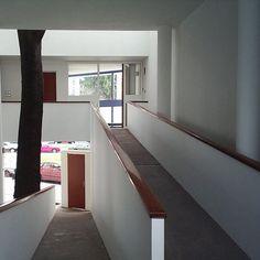 1000A: Le Corbusier, C: La Plata, D: 1953, N: Casa Curuchet, P: Argentine, R: 1000, T: house, Le Corbusier, Stair Lift, Argentine, World Heritage Sites, Bad, Modern Architecture, Design Projects, Landscape Design, Cool Designs
