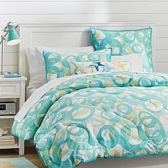 Get inspired with teen bedroom decorating ideas & decor from Pottery Barn Teen. From videos to exclusive collections, accessorize your dorm room in your unique style. Teen Bedding, Bedding Shop, Quilt Bedding, Teen Bedroom, Dream Bedroom, Bedroom Decor, Bed Quilts, Bedrooms, Girls Quilts