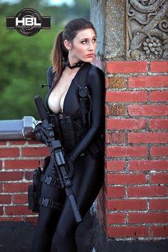 the new female swat uniform Hot Boys, Mädchen In Uniform, Vrod Harley, Military Women, Military Army, Warrior Girl, Sexy Poses, Gi Joe, Strong Women