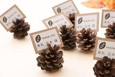 オータムウェディングに最適 松ぼっくりの席札|ブライダルアイテムユープラン Pine Cones, Rustic Decor, Signage, Diy And Crafts, Favors, Dream Wedding, Table, Xmas, Place Card Holders
