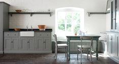 Kuchyně ve světlé barvě v anglickém venkovském stylu | Styl a Interier