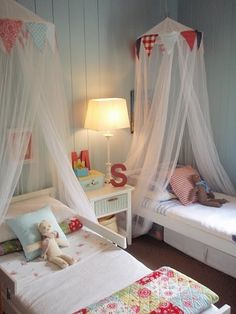 Gender neutral room.  minus the netting...