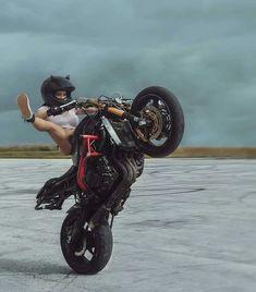 46 Ideas Motorcycle Girl Motogirl For 2019 Stunt Bike, Lady Biker, Biker Girl, Motos Sexy, Motorbike Girl, Hot Bikes, Bmw S1000rr, Biker Chick, Super Bikes