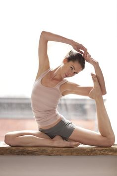 Link to Tara Stiles Website with Yoga videos and Blog Yoga Bewegungen, Yoga Dance, Yoga Meditation, Pilates Yoga, Yoga Inspiration, Ayurveda, Yoga Fitness, Fitness Tips, Health Fitness