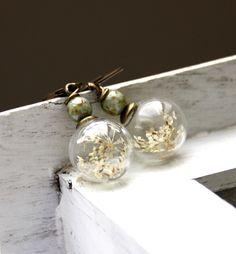 Gläserne Ohrringe mit echten Blüten - gesehen bei http://de.dawanda.com/shop/dasjulchens