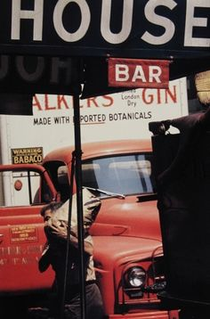 Photo: Saul Leiter, 1950s.