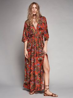 All in a Daze Kimono | Printed maxi dress featuring a V-neckline with an opening in back and dramatic wide kimono style sleeves. Pleat detailing along the waist with a slit on the skirt and hip pockets. Adjustable and removable belt. Hidden side zip closure.