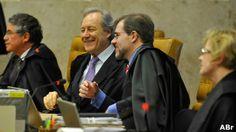 Em sessão final do mensalão, STF determina perda de mandatos - JOÃO DE BOURBON