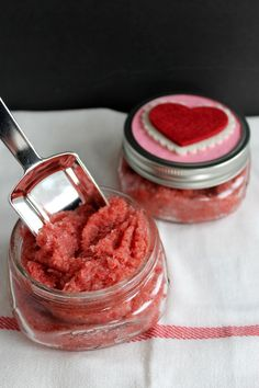 strawberry sugar scrub for valentine's day-008