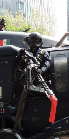 You win Mexico, you win. i pin this picture because i will like to be a police officer , and i found it pretty cool the gear he has on Military Gear, Military Police, Military Weapons, Military Aircraft, Swat Police, Police Officer, Airsoft, Mexican Army, Military Special Forces