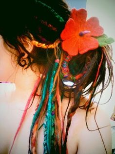 ..and she wore a flower in  her hair (would love to do this to my hair someday)
