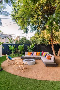 The Mindwelling: Our Colorful California Backyard Reveal - Studio DIY Backyard Design, Outdoor Decor, Backyard Inspiration, Resin Patio Furniture, Backyard Furniture, Outdoor Lounge Area, Diy Backyard, Outdoor Seating Areas, Backyard Landscaping Designs