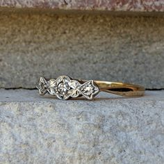 Vintage Antique Art Deco 3 stone Diamond Trilogy Ring in Gold and Platinum Antique Art, Vintage Antiques, Antique Jewelry, Vintage Jewelry, 18k Gold, Gold Platinum, Antique Wedding Bands, Deco Engagement Ring, Art Deco Diamond