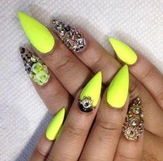 I don't really care for the pointy nails but I love the color & design