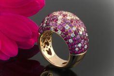 Farbprächtiger Ring mit Rubin Pink Saphir und Brillanten in 750er Rotgold