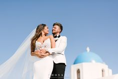 Behold the absolute summer destination wedding at the most breathtaking spot of Santorini: Le Ciel terrace! Chelsea and George, a young and beautiful. Santorini Wedding, Greece Wedding, Wedding Planner, Destination Wedding, Wedding Day, Partners In Crime, Young And Beautiful, Perfect Wedding, Love Story