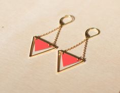 NAIS // Boucle d'oreille géométrique style antique en formica couleur rouge coquelicot & or