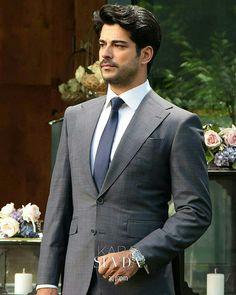 Burak Özçivit Handsome Actors, Hot Actors, Handsome Boys, Turkish Men, Turkish Actors, Burak Ozcivit, Cute Stars, Best Model, Classic Outfits