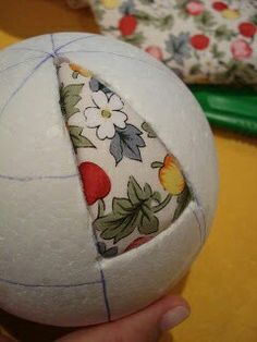 How to Make Holiday Ornaments: Button Wreaths, Vintage Polystyrene Balls & Quilted Christmas Ornaments, Fabric Ornaments, Christmas Fabric, Diy Christmas Ornaments, Christmas Art, Christmas Projects, Country Christmas Crafts, Country Christmas Decorations, Xmas Crafts