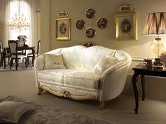 Divano in stile neoclassico, decorazioni in legno intagliato a mano, per salotti