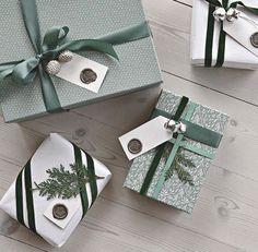 IKEA Bücherregal Hack – Chritmas – christmas presents Christmas Present Wrap, Christmas Gifts For Girlfriend, Christmas Gift Wrapping, Christmas Tag, Christmas Gifts For Her, Boyfriend Gifts, Christmas Packages, Noel Gifts, Diy Holiday Gifts